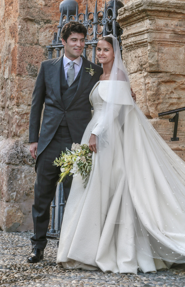 Előkelő esküvőhöz előkelő ruha