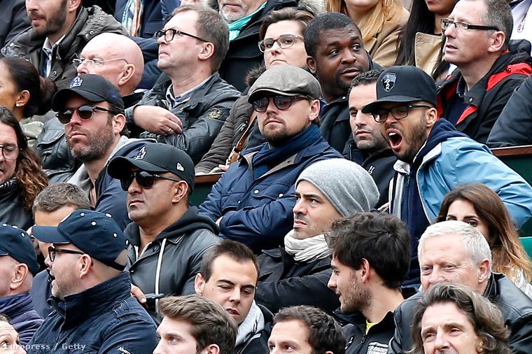 A másik oldalán Omar Machichi ül.