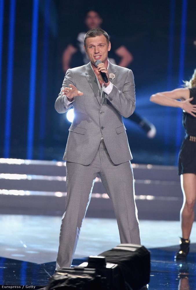 Miközben nézi a lányokat, újra elmondanánk, hogy a Las Vegas-i show-n a Backstreet boys lépett fel