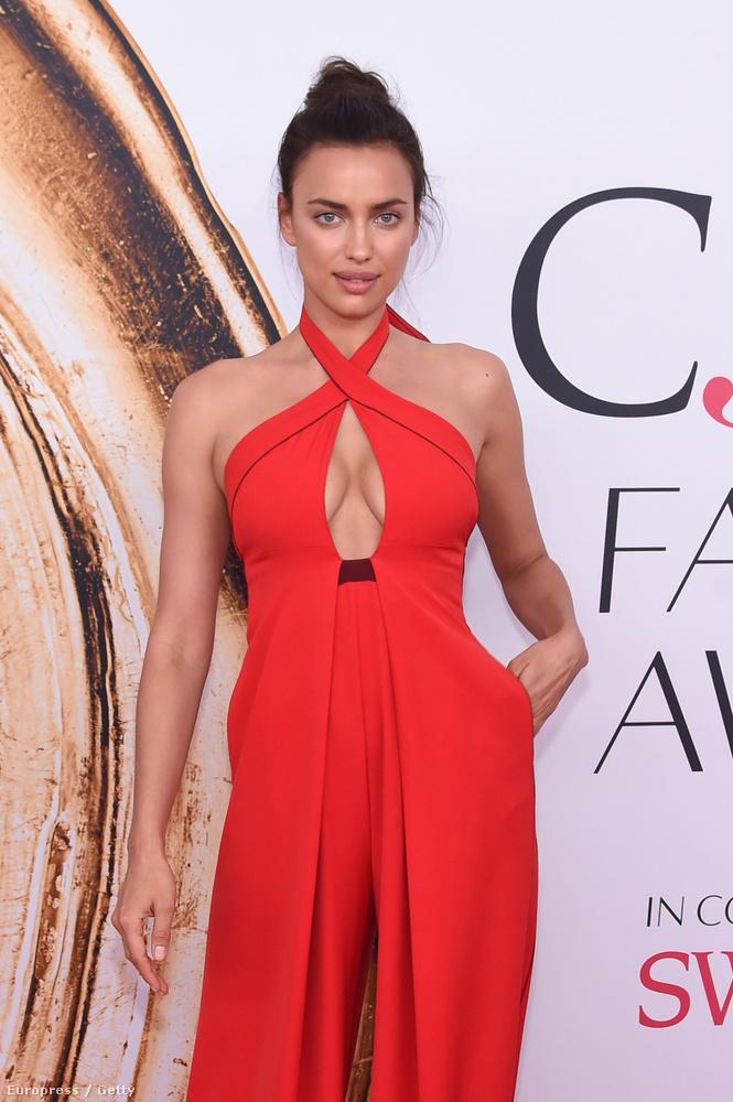 Irina Shayk az egyik legjobb testű modellként van elkönyvelve, és ő minden alkalmat megragad arra, hogy emlékeztessen minket, miért van ez