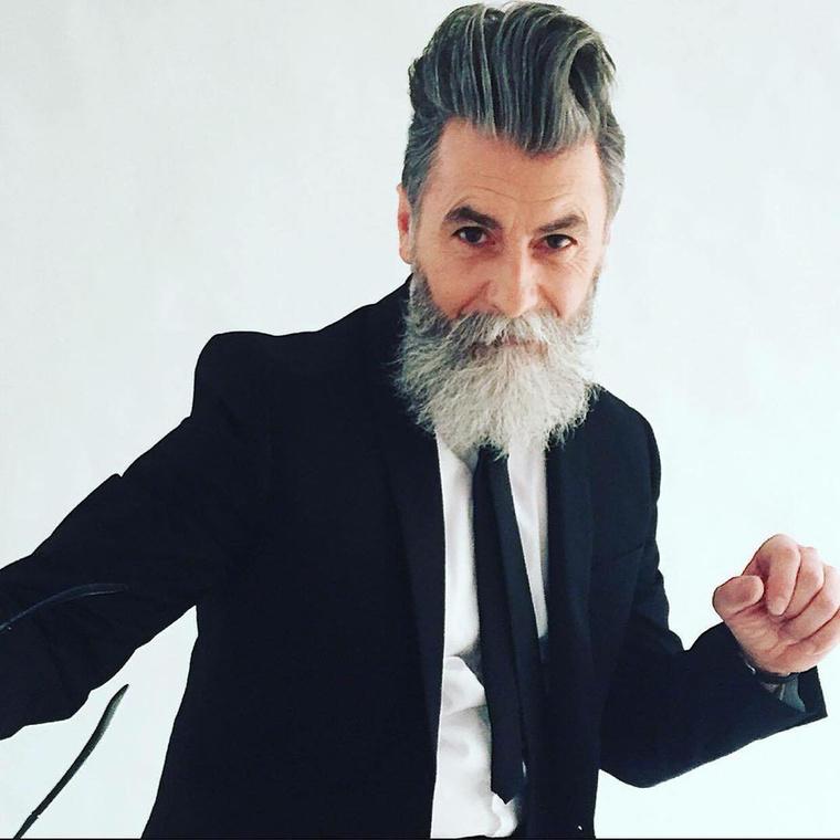 A Párizsban élő francia férfi ugyanis ennek köszönhetően lett divatmodell.