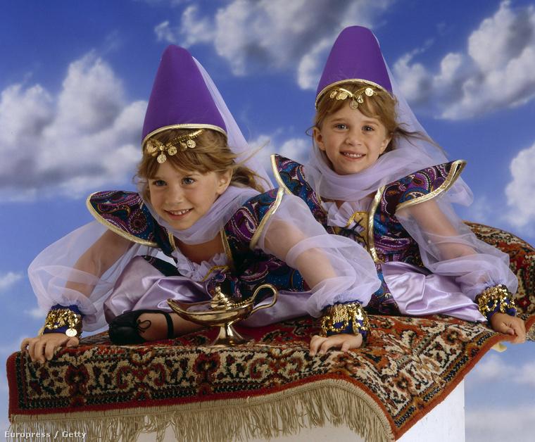 1993-ban szüleik megalapították a Dualstar nevűcéget, ami az ikrek filmjeit és videóit gyártotta