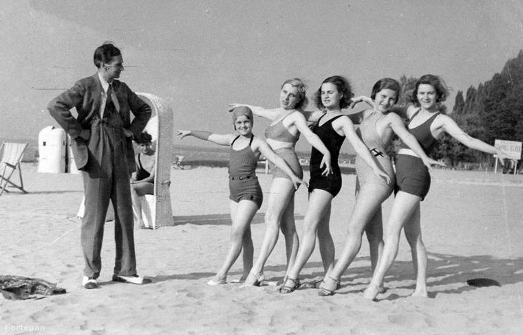 1933 - SiófokPersze az akkori kétrészes fürdőruhák is szinte többet takartak, mint a mai egyrészesek.