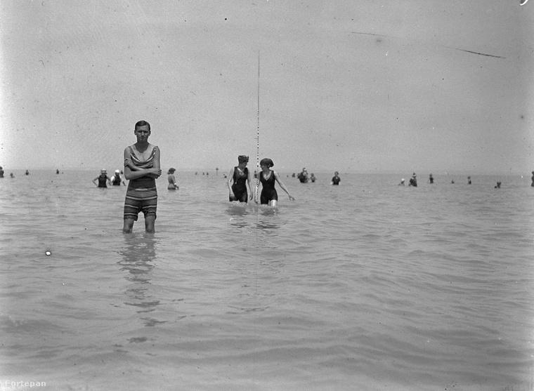 Az biztos, hogy akkoriban nem a barnulás volt a strandolók célja