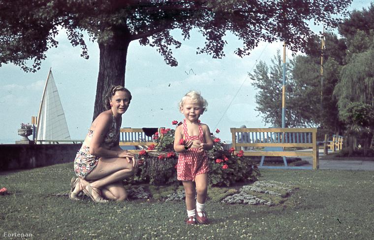 Szintén 1940, szintén Siófok, és egy újabb, színes fürdőruha