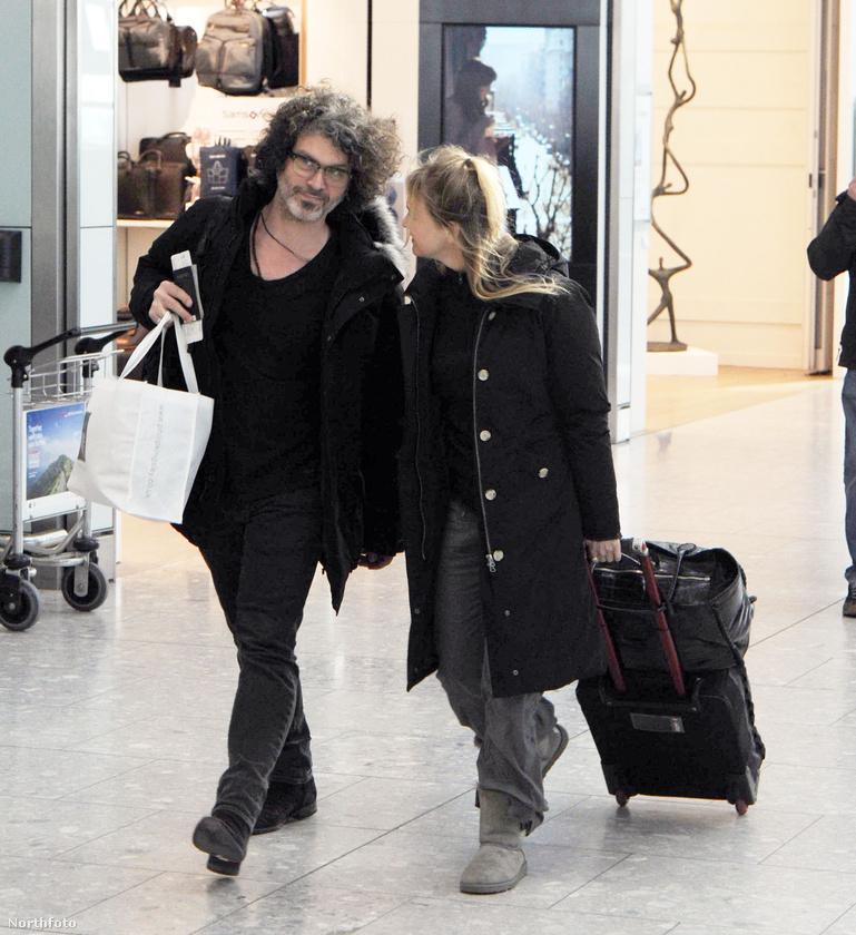 2016 februárjában is boldogan sétált a pár a Heathrow reptéren Londonban