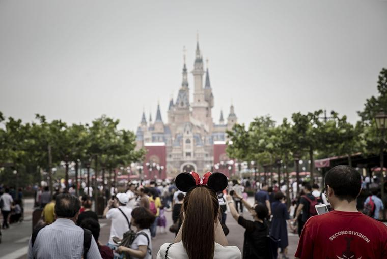 Búcsúzóul mutatunk még egy képet a sanghaji Disney-kastélyról, amiről elsősorban azt érdemes tudni, hogy a legnagyobb ilyen építmény a világon