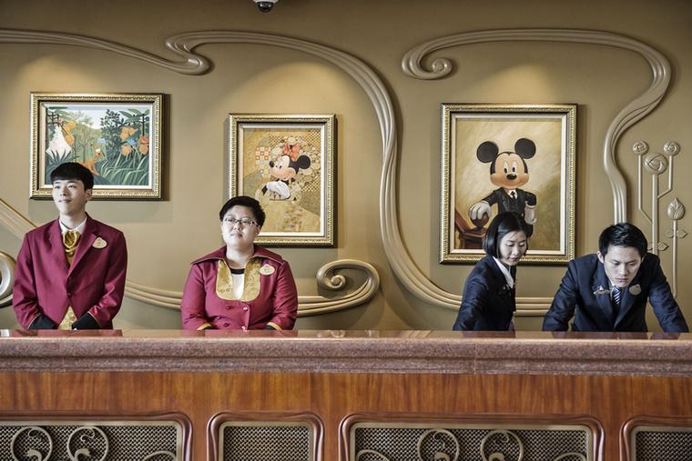 Az egyik a Shanghai Disneyland Hotel, amelyben mesébe illő körülmények között hajthatja álomra a fejét.