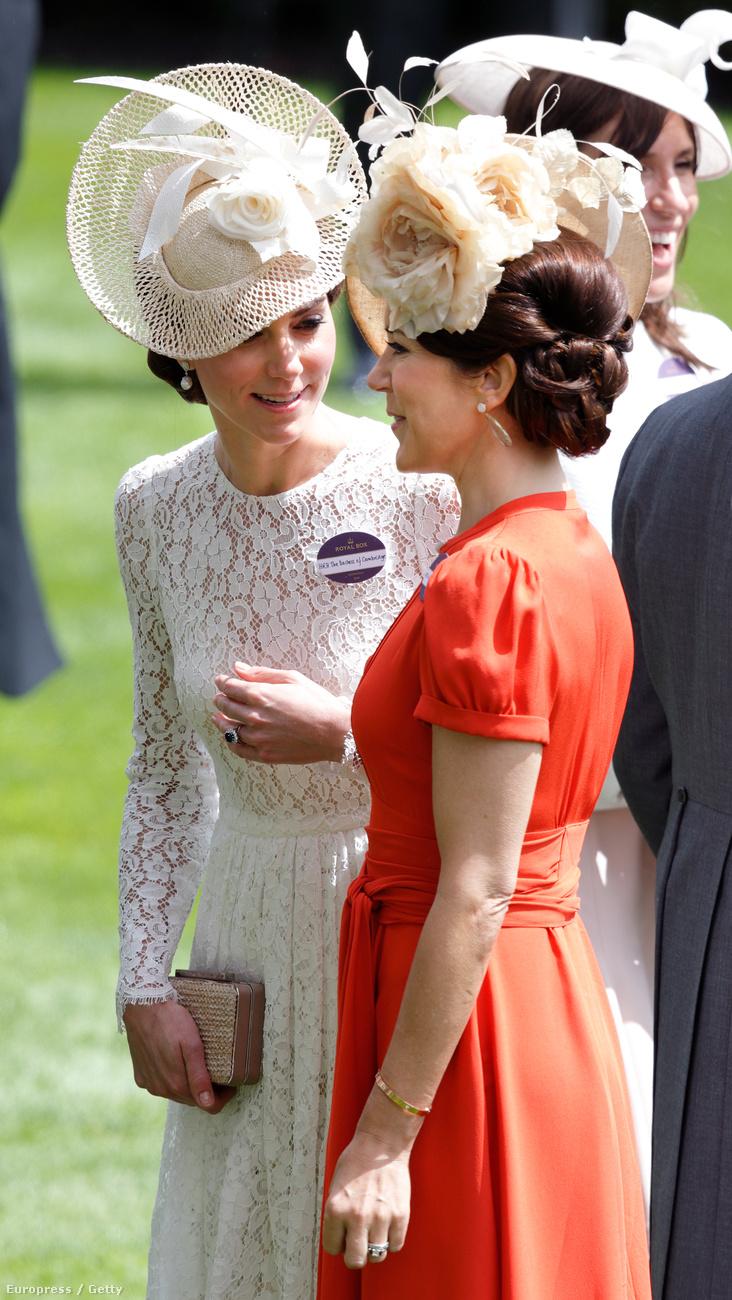 Berkshire-ben az ascoti lóversenypályán mindig előkelő közönség gyűlik össze kalapban, öltönyben