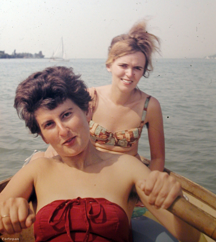 Zamárdinál csónakázó lányok 1963-ban