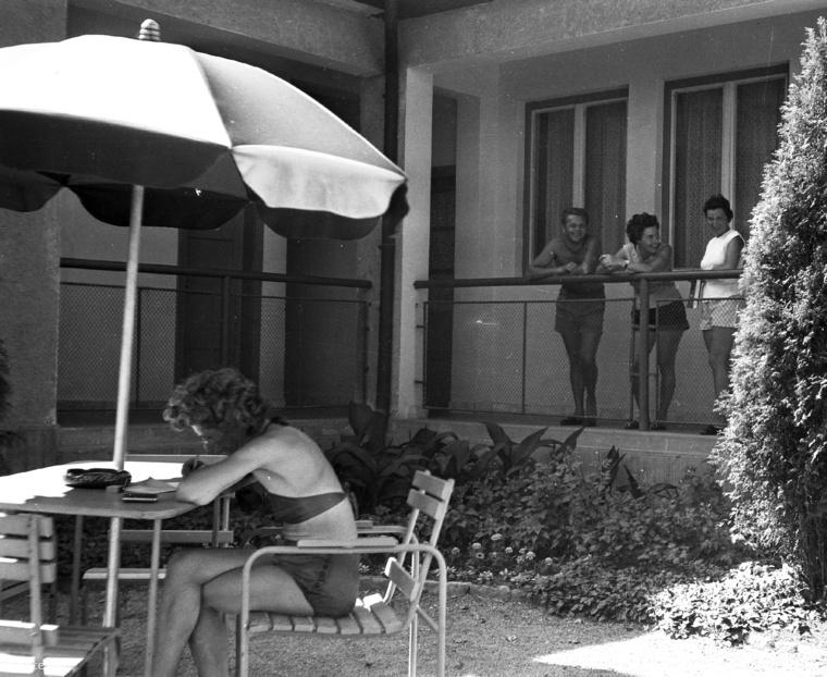 1962-ben már Siófokon is látszódott a lazaság.