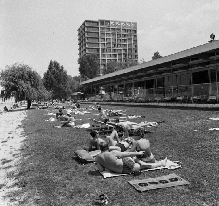 Egy átlagos strandkép 1966-ból