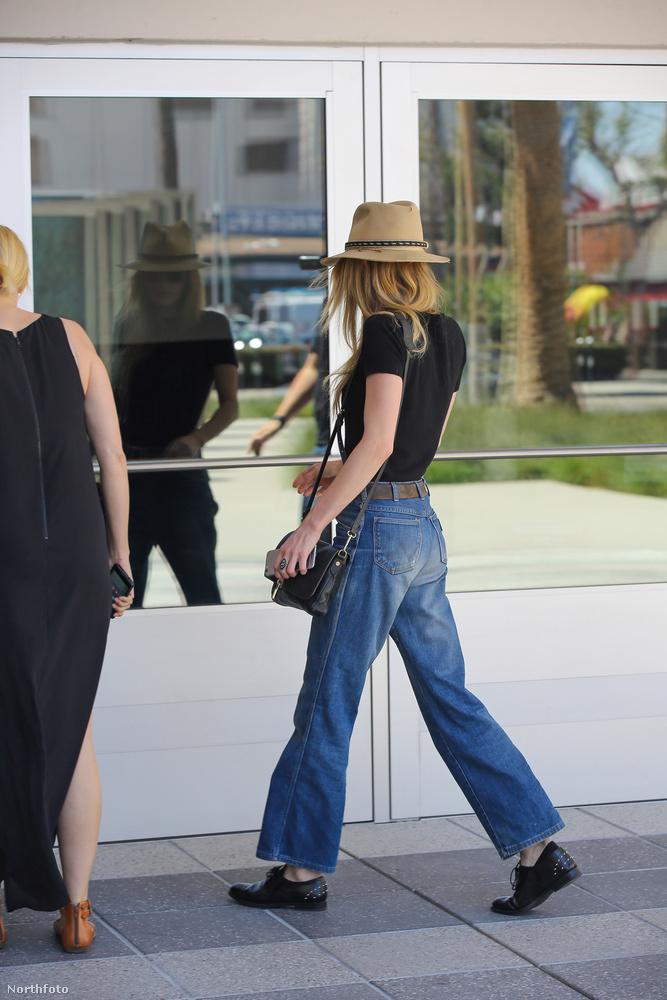 Depp mellett a volt felesége, volt élettársa és a lánya is kiálltak