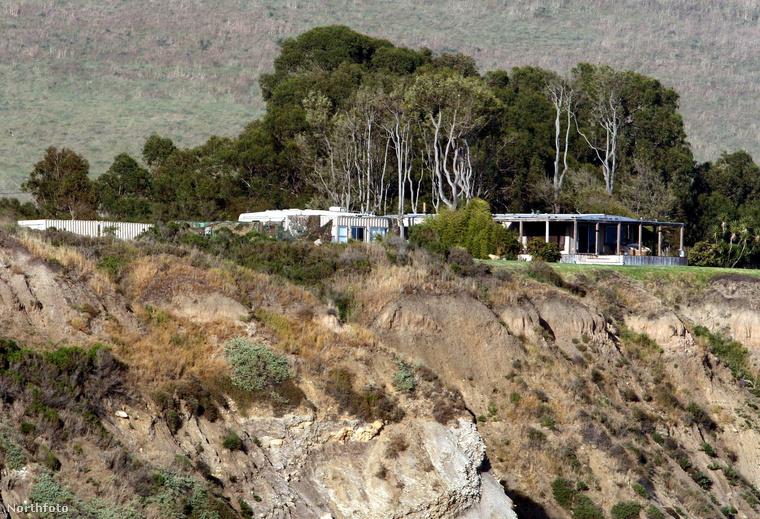 A Santa Barbara megyei seriffhivatal  három kanyon evakuálását rendelte el