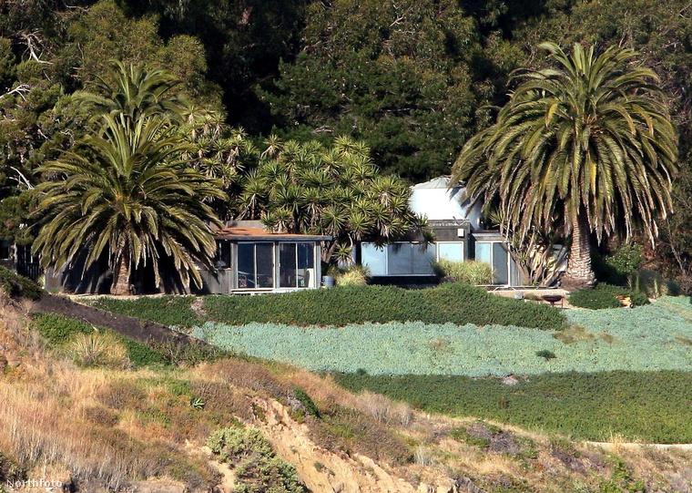 A ház közel van a Los Padres Nemzeti Parkhoz, amelynek egyre nagyobb részét emészti el a pusztító tűz