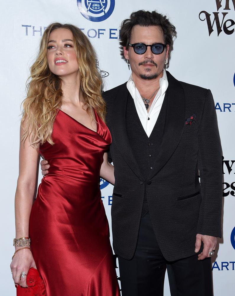 Amíg Johnny Deppen kevésbé látszik, hogy megviselné a szakítás, addig Amber Heard láthatóan rengeteget fogyott az elmúlt hetekben