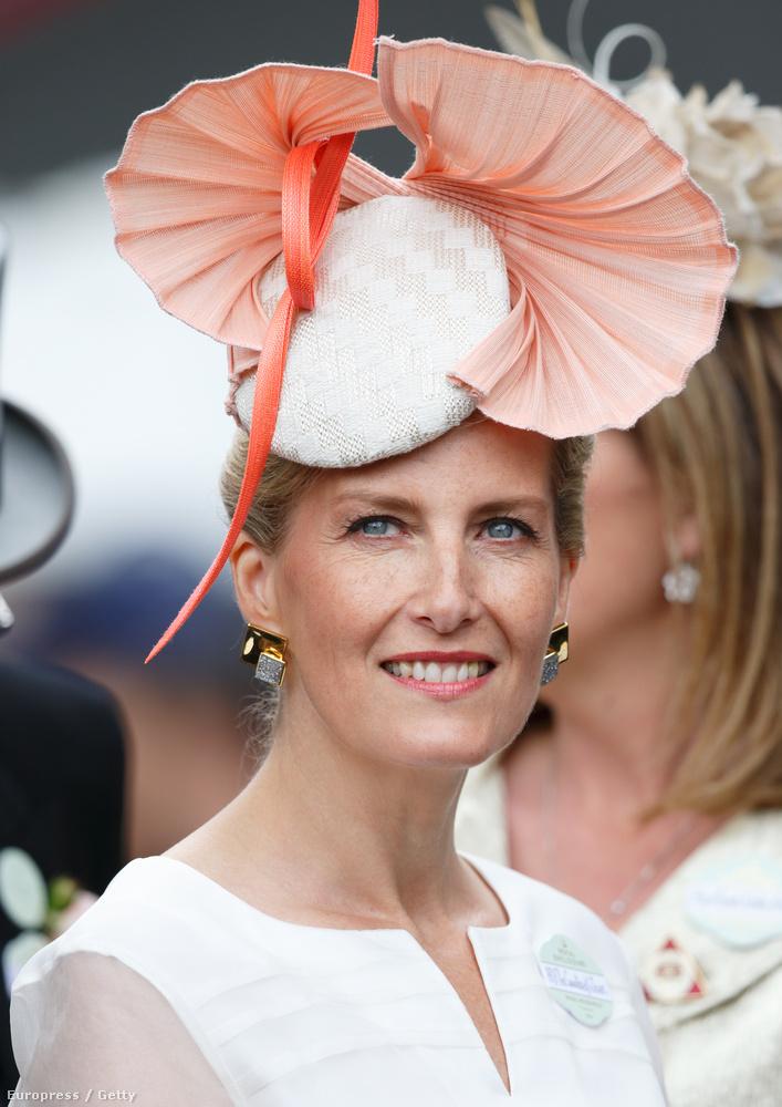 A wessexi grófnő, Sophia sem esett túlzásba