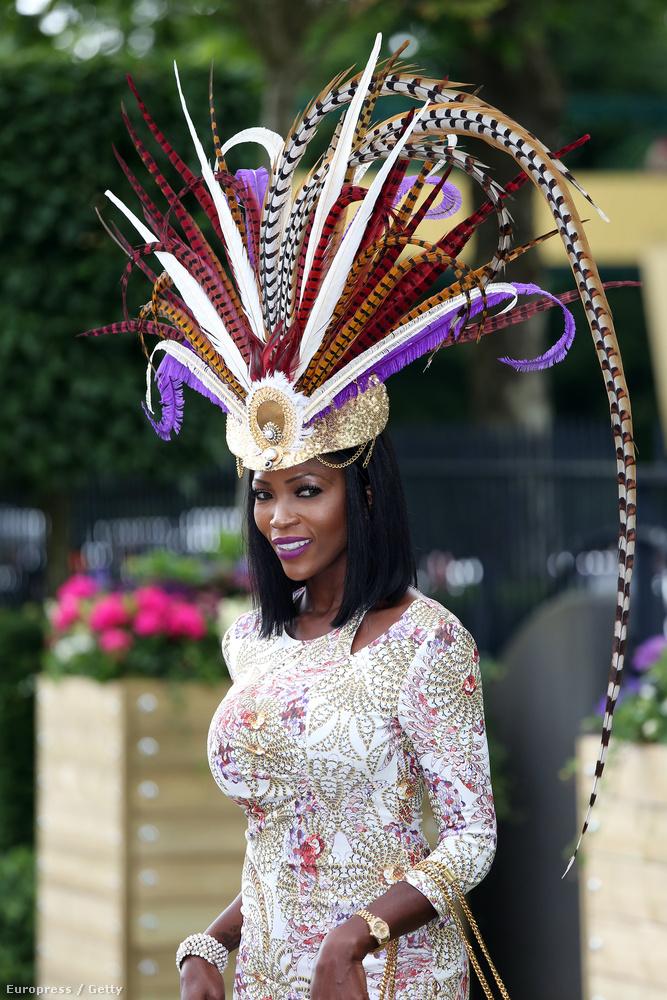 Ezzel a fejdísszel akár a riói karneválig is ki lehet húzni