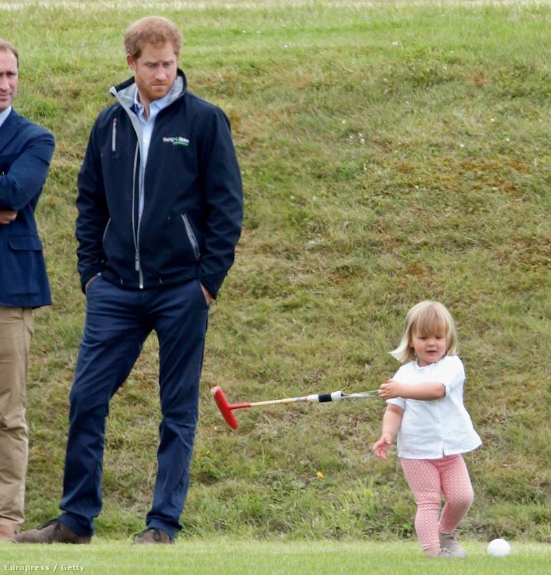 Harry herceg éppen egy jótékonysági lovaspóló-fesztiválon vesz részt Gloucestershire-ben