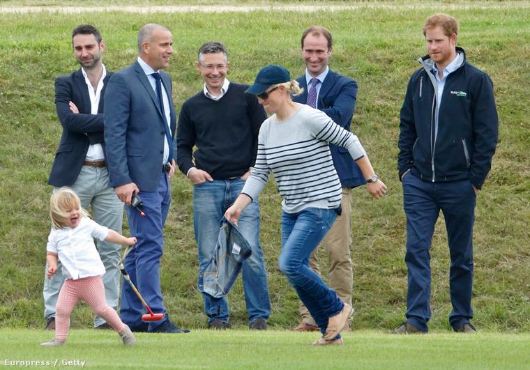Egyrészt Vilmos hercegekkel ők is lovagoltak, másrészt Harry nagyszerűen elvolt az unokahúgával, Mia Tindallal
