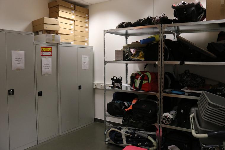 Ez a szobányi holmi egyetlen hónap alatt gyűlt össze - ez hűen tükrözi, milyen mennyiségben hagyhatják el az emberek a tárgyaikat