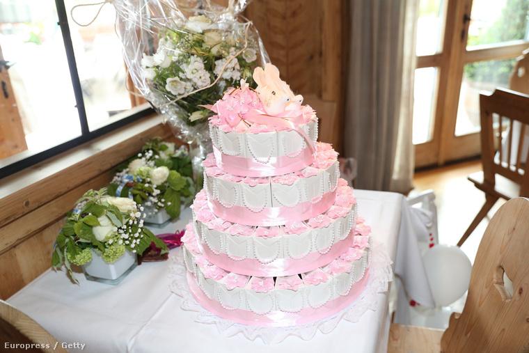 Ez még nem a torta, ez is egy ajándék!