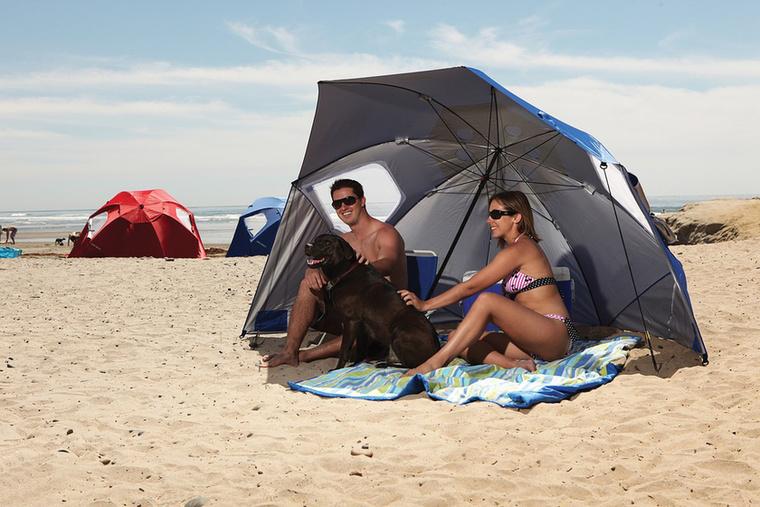 Ha nem akar leégni a napon, de azért mutogatná a testét, elég csak egy hatalmas napernyőt a földre tennie, ami árnyékot ad