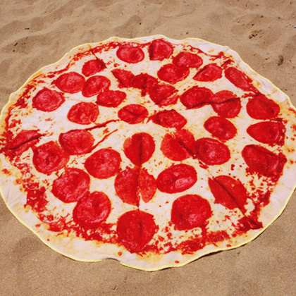 A pizzás gumimatrachoz nem is kell már más, csak egy pizzás törölköző! (Innen)
