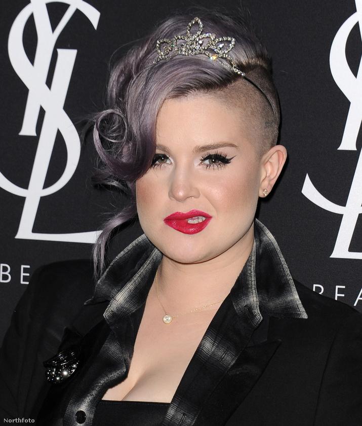Na de nézzük inkább, milyen más frizurái voltak Osbourne-nak, aki évek óta ragaszkodik a lila színhez