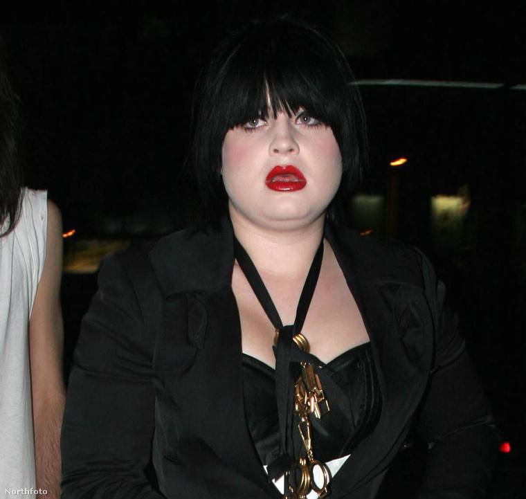 De talán a legtöbb embernek valahogy így él a fejében Kelly Osbourne, aki mostanában már nem énekel, hanem inkább ír
