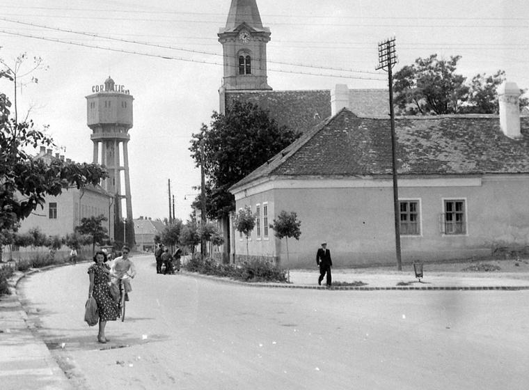 A következő nevezetesség, amit megmutatunk, az 1912-ben átadott siófoki víztorony, ami a város legemblematikusabb épülete