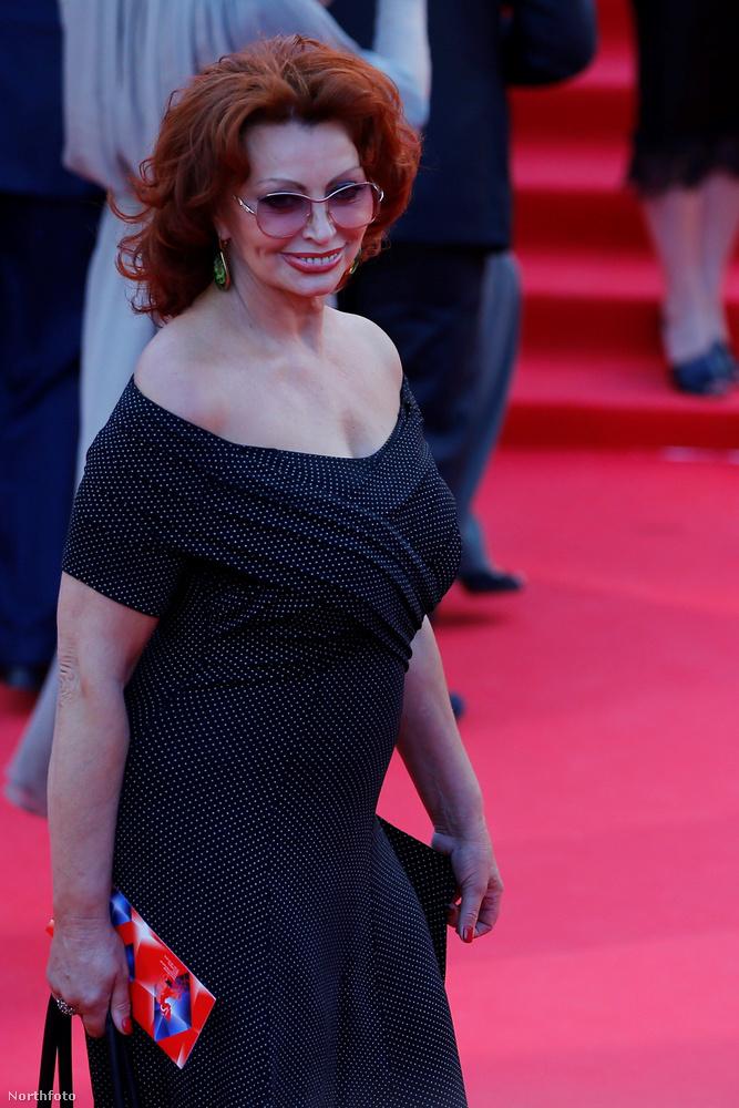 Korábban már rácsodálkoztunk, hogy az egykor nagyon dögös Sophia Loren sminkje mennyire ijesztő közelről.