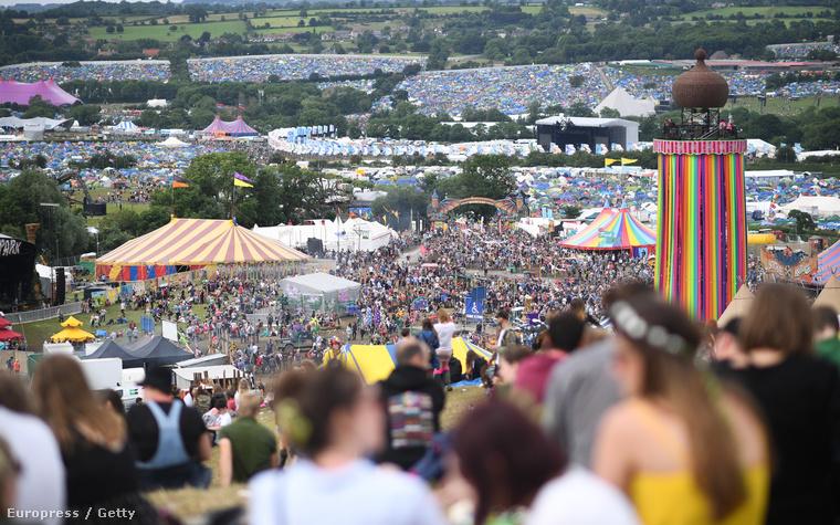 A tömeg hatalmas..