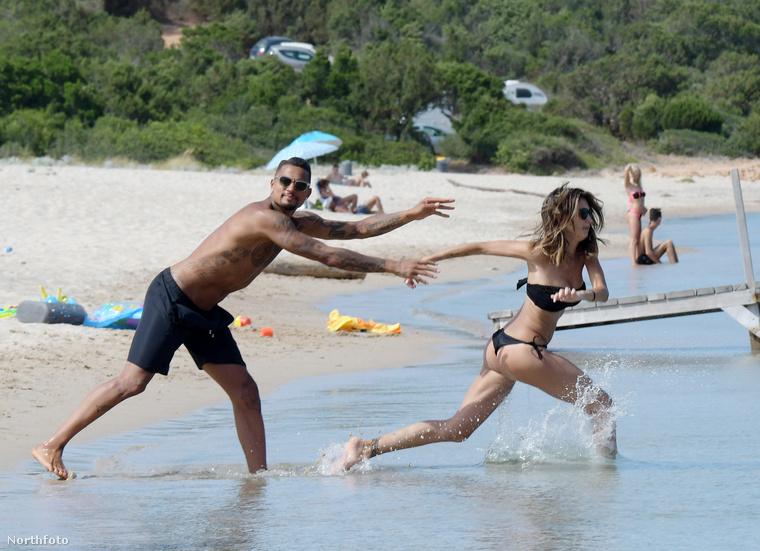A friss házasok másnap már a strandon futkároztak boldogan