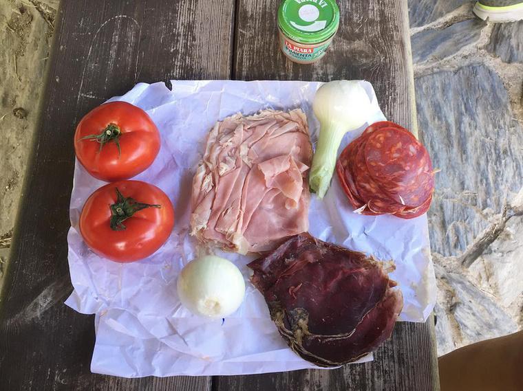 Ezt az ételfotót is Horváth Éva osztotta meg,                          amikor biciklivel végigtekert az El Caminón