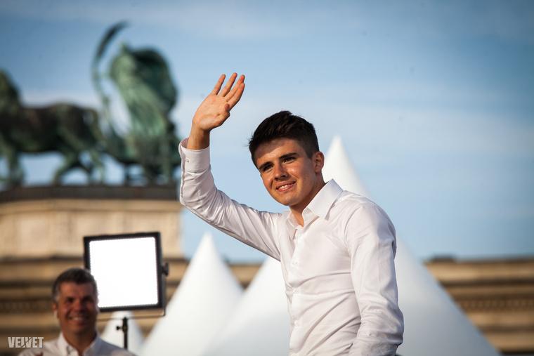 Nagy Ádám keze a magasban