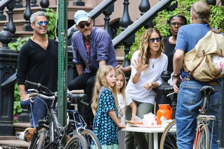 Sarah Jessica Parker az ikergyerekeinek segített a vendéglátásban, mikor a család New Yorkban árulta a limonádét és a brownie-t