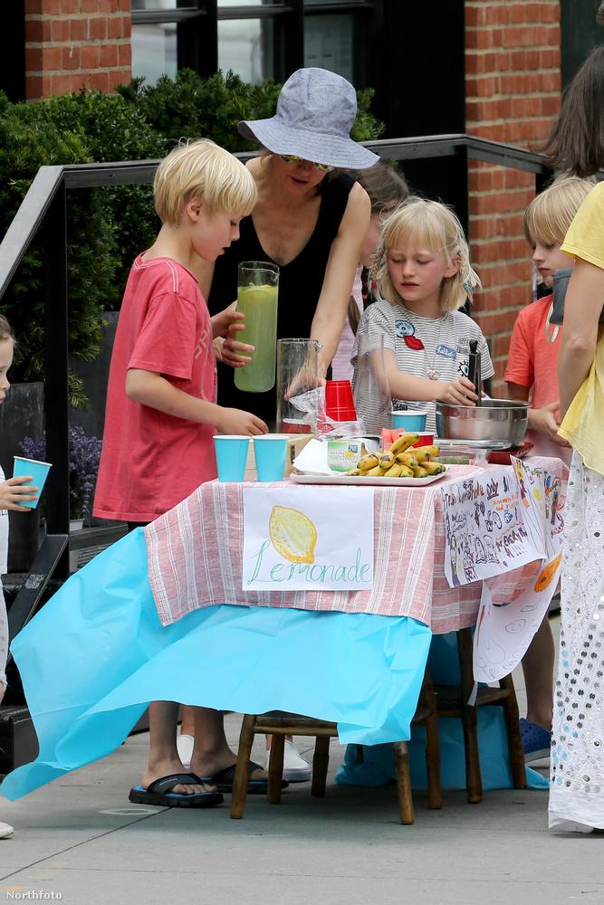 A limonádét áruló kiskorúak látványa egyátalán nem szokatlan az Egyesült Államokban, bevált módja ez a pénzgyűjtésnek