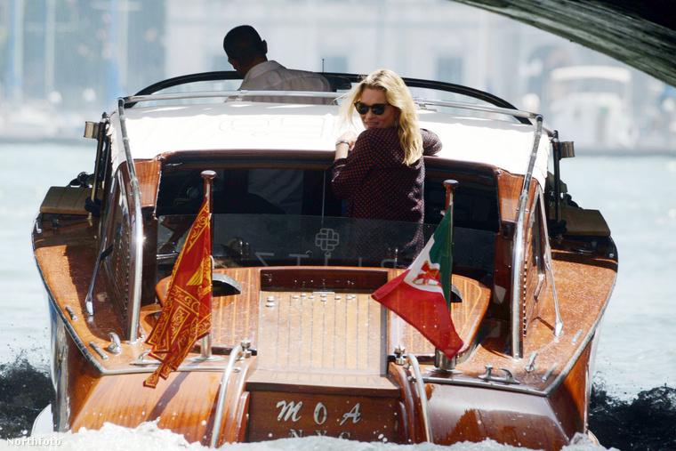 Kate Moss épp Velencében hajókázik a pasijával, Nikolai von Bismarckkal.
