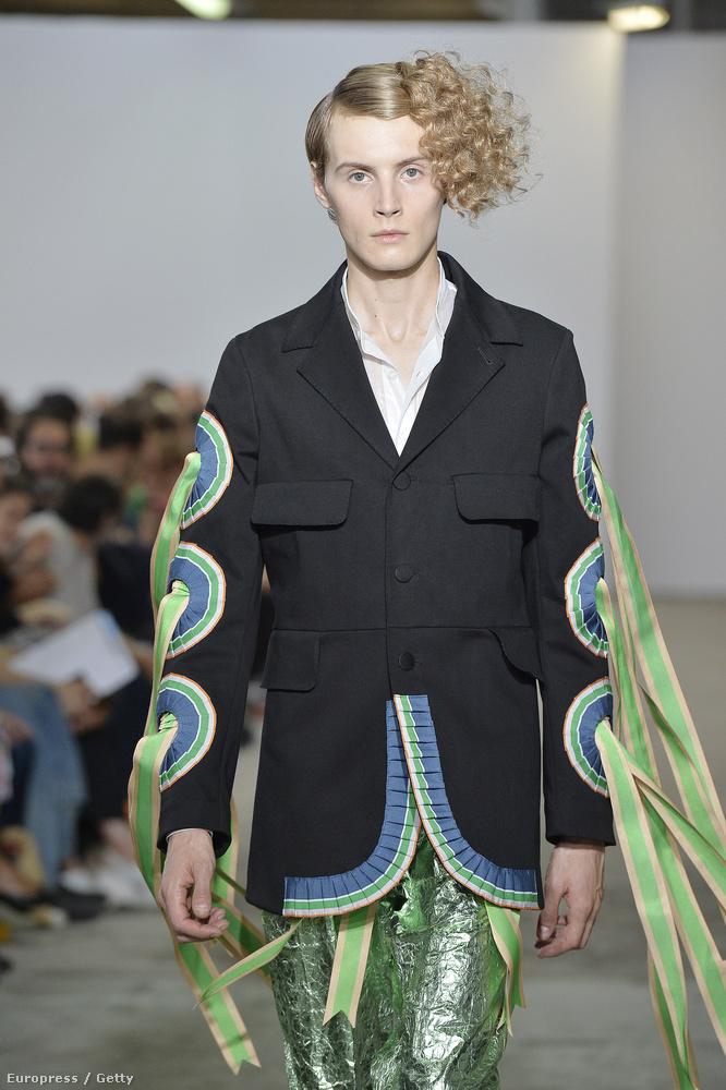 Walter Van Beirendonck tervező például így képzel el egy divatos 2017-es férfifrizurát.