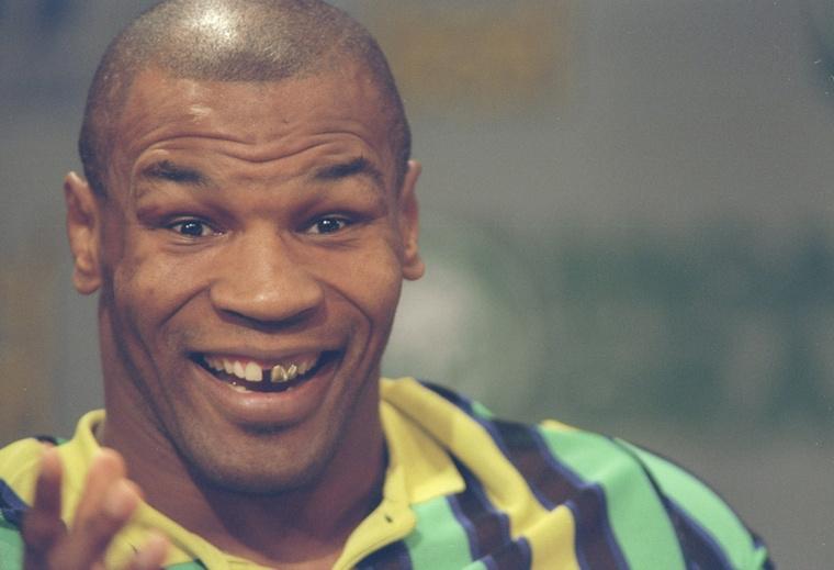 1997 júniusában Evander Holyfielddel szemben állt ki, a mérkőzés pedig durva botrányba fulladt, Tyson ugyanis a harmadik menetben kiharapott egy darabot ellenfele füléből.
