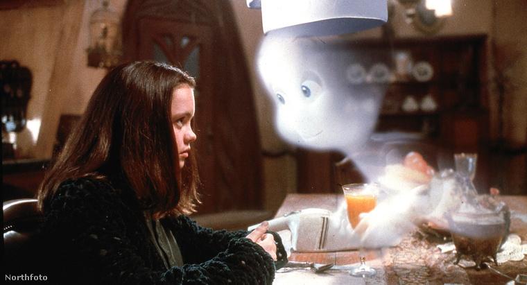 Casper                         Elég csak nnyit tudni, hogy ez egy kedves mesefilm akar lenni, ami egy halott kisfiú szelleméről szól!!!!