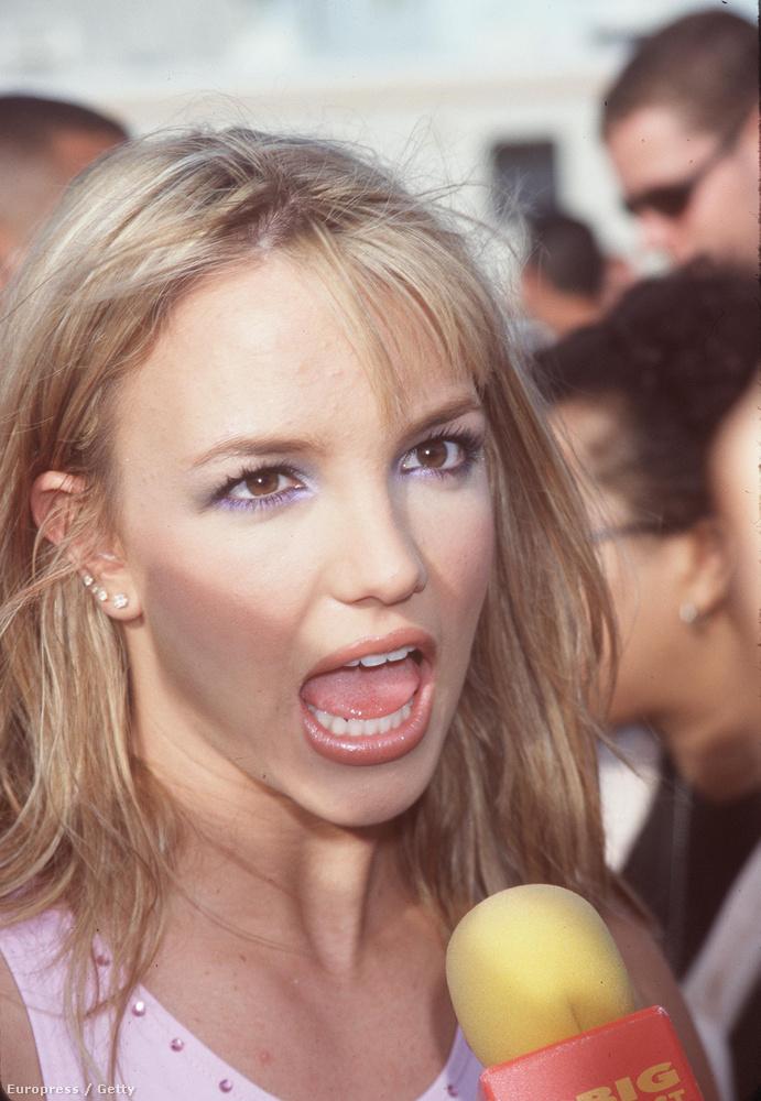 A Baby One More Time majdnem rajzfilmes videóklipet kapottSpears a Rolling Stone magazinnak adott 1999-es interjújában beszélt arról, hogy első videóklipje majdnem egy Power Ranger rajzfilmre hasonlító valami lett, de Spearsnek ez nem tetszett, ezért forszírozta a térdzoknis, iskolai egyenruhás klipet.