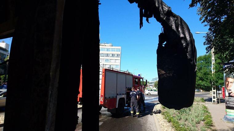 Kigyulladt egy autóbusz Budapesten a II