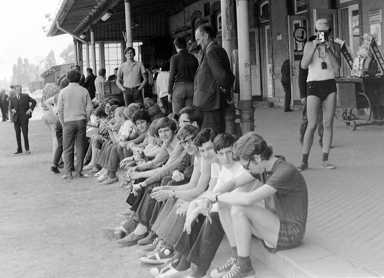 Sound 1971-ben? A fiúk is biztos mulatni érkeztek a Balatonra