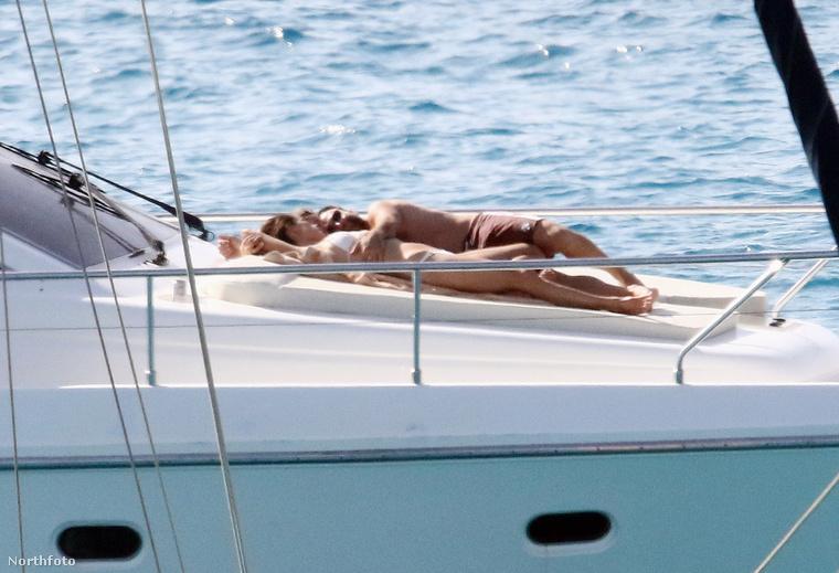 Miután feldolgozták, hogy a fotósok nem mennek sehova, inkább a hajókirándulást választják pihenés gyanánt