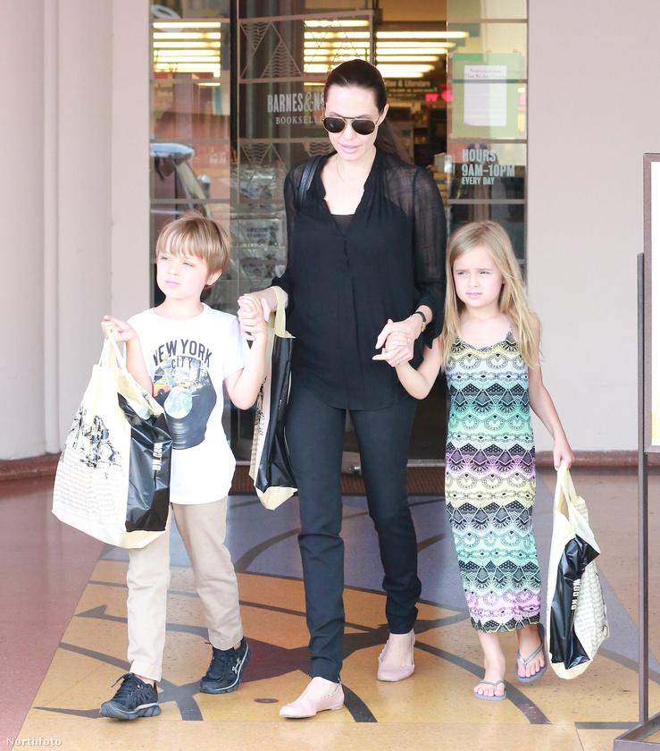 De itt még nem álltak meg Jolie-ék - 2008 augusztusában megszülettek ikreik.