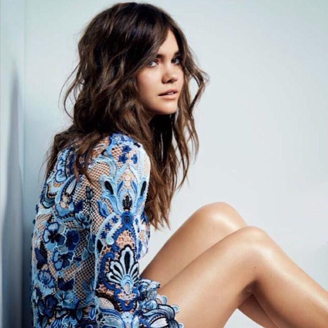 Remélhetőleg az ausztrál színésznő kihasználja külső adottságait, és ügyesen kamatoztatja majd azt, hogy egyszerre néz ki Kendall Jennernek, Selena Gomeznek, Demi Lovatónak, Katie Holmes-nak, illetve mindenki másnak...