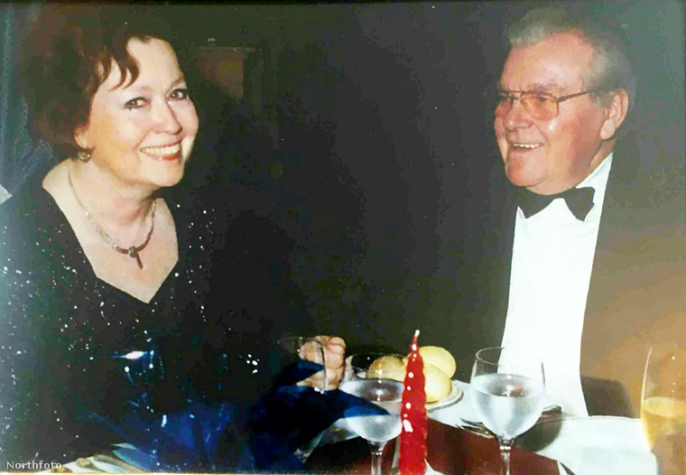 Hanson 78 éves volt halála bekövetkeztekor, és még életében direkt rendelkezett, hogy kétszemélyes sírja legyen, hogy szerelmét, azaz Spickenreuthert mellé temessék majd