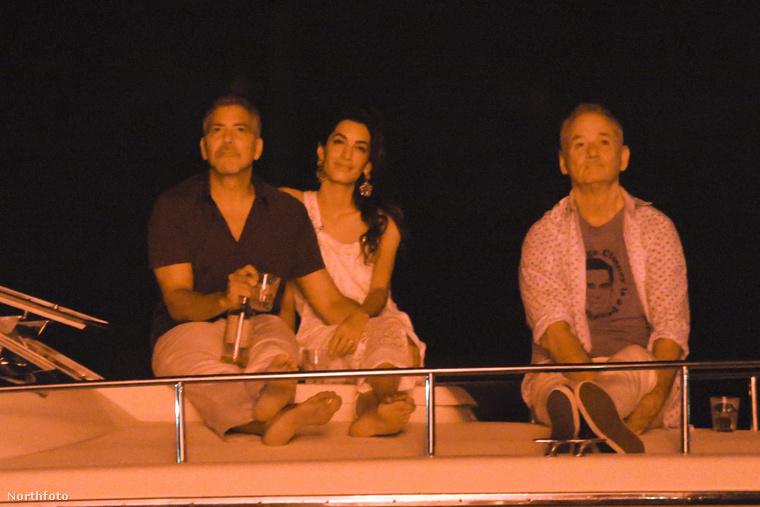 aki egyébként biztos nagyon vicces volt, de ezen a fotón sokkal inkább Cloonyék talpára és a tequilás üvegre hívnánk fel a figyelmet.